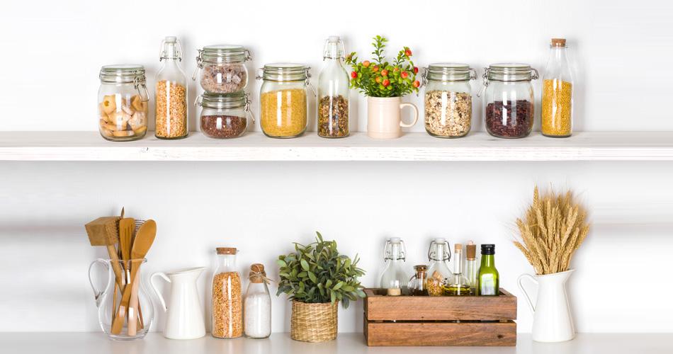 Küchenutensilien aus natürlichen Materialien