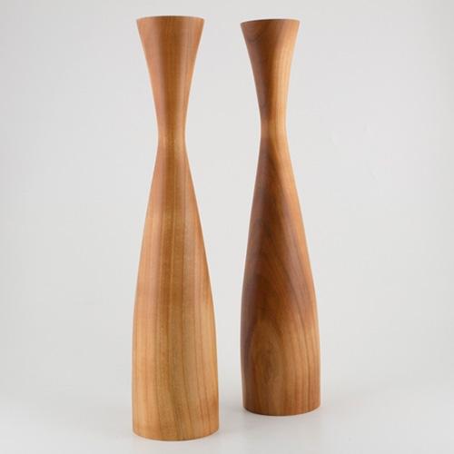 Lajos Varga Holzleuchter für Teelicht Form Vase aus Kirschbaumholz Höhe 36 cm