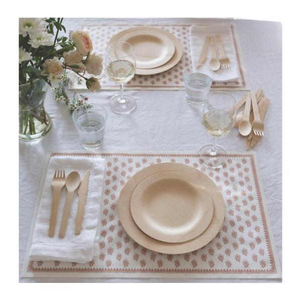 Gedeckter Tisch mit dem Bambus Set