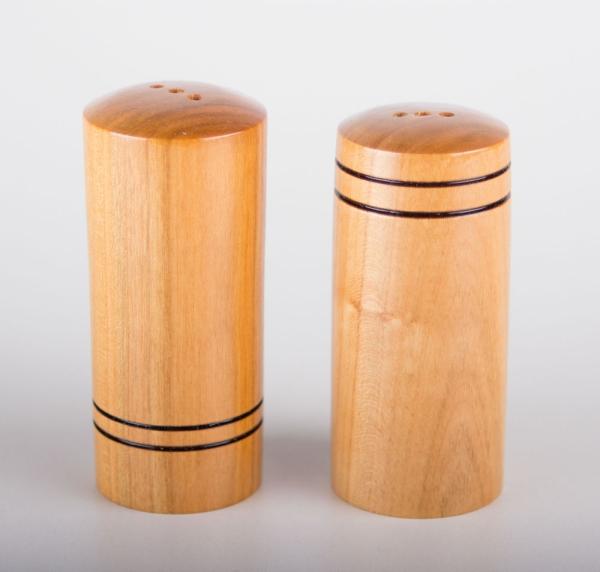 Salz und Pfefferstreuer aus Kirschbaumholz